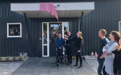 Wethouder en bewoner openen Donkse Hoeve in Brandwijk